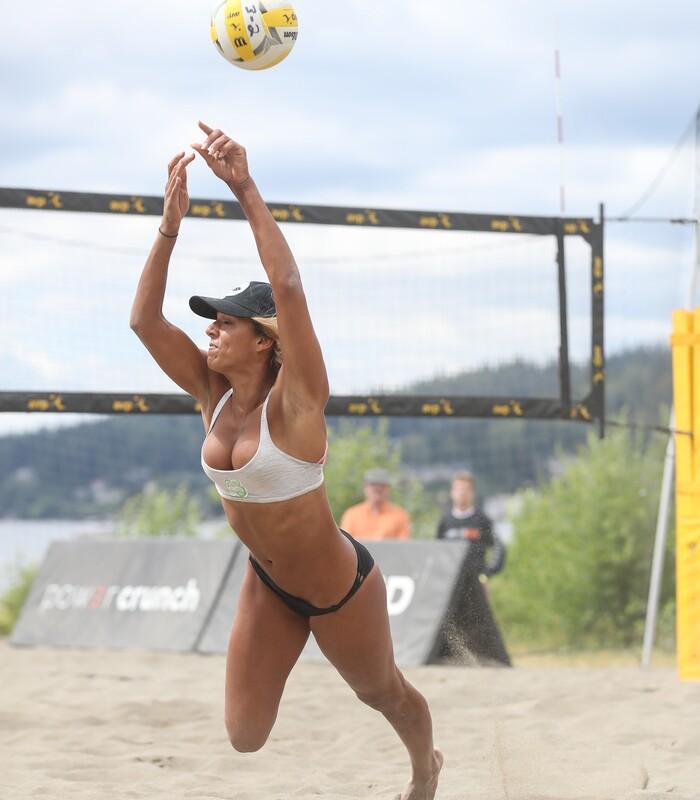 beach volleyball girls candid bikini pics
