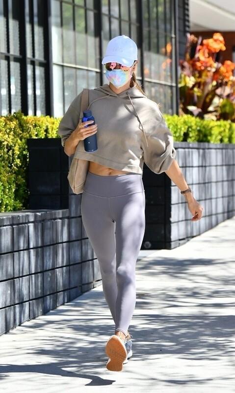 athletic milf Alessandra Ambrosio in purple leggings