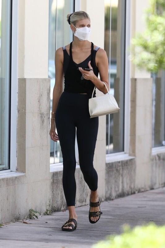 skinny blonde lady Devon Windsor in sexy workout leggings