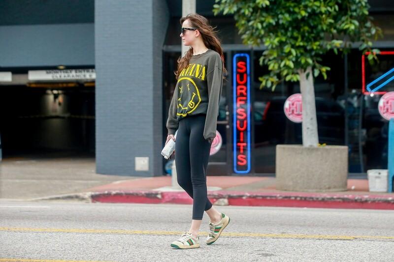 milf actress Dakota Johnson in black sexy yoga pants