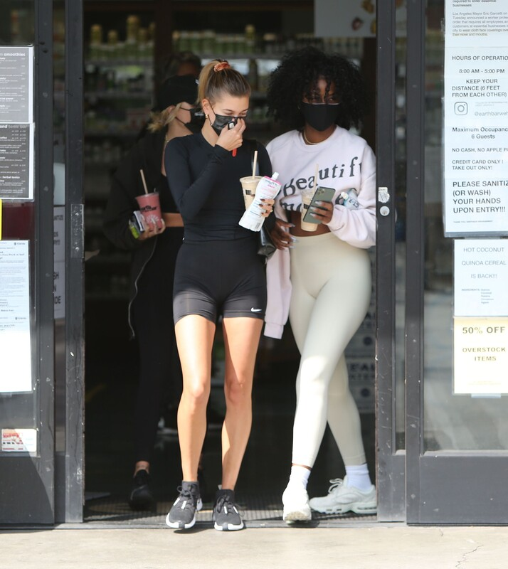 2 lovely girls Hailey Bieber & Justine Skye in sexy workout clothes