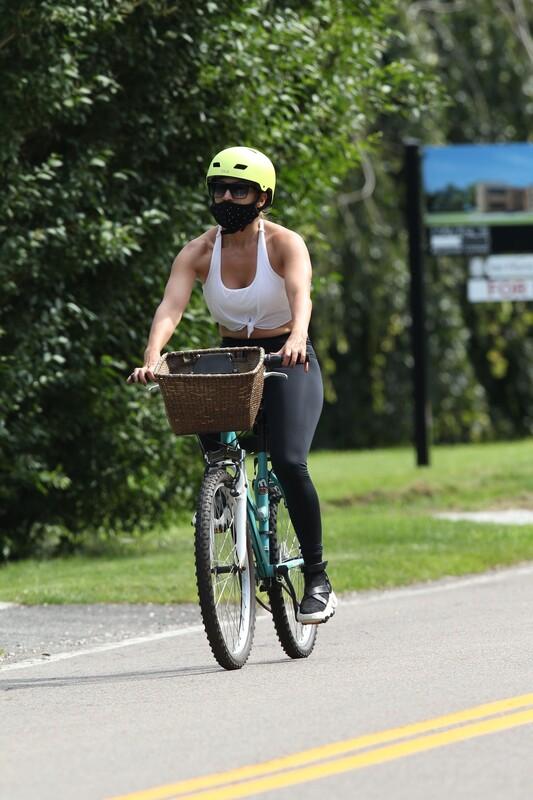 bicycle babe Jennifer Lopez in sexy black leggings