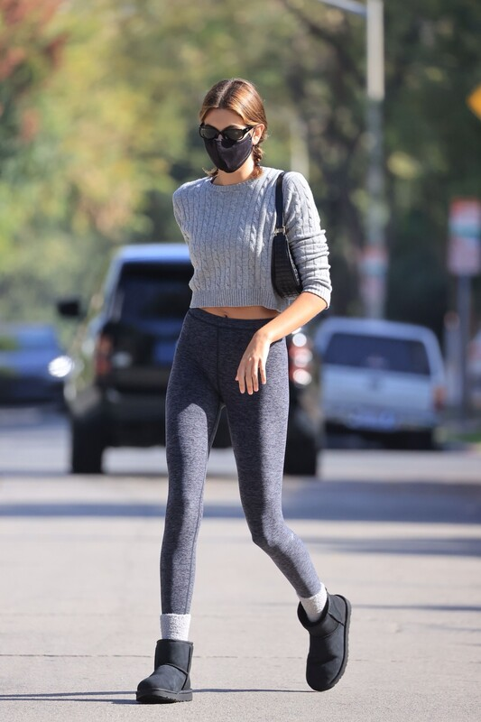 slim babe Kaia Gerber in sexy tight spandex pants