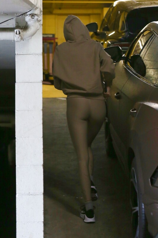 hot babe Kendall Jenner in soft cute lycra pants