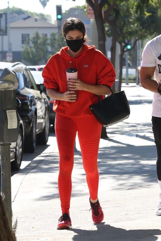 portuguese hottie Sara Sampaio in red yoga pants