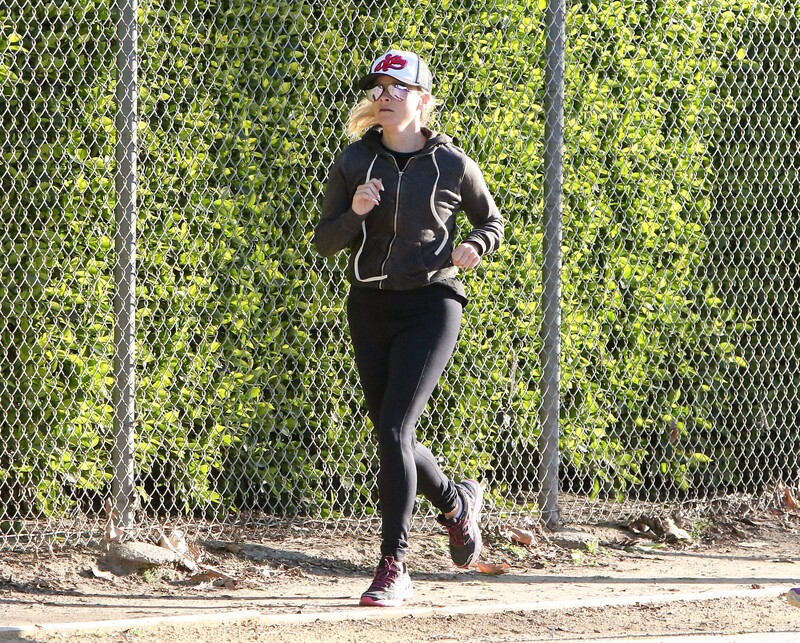 milf jogger Reese Witherspoon in candid leggings
