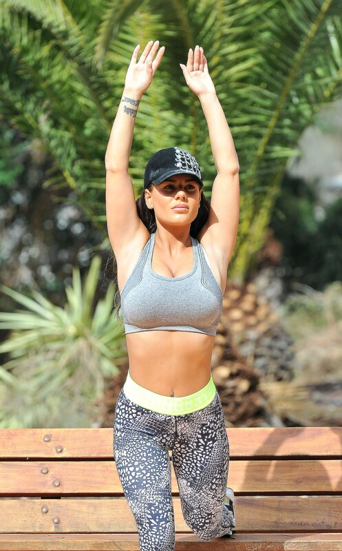 beautiful girl Chantelle Connelly sexy workout photos