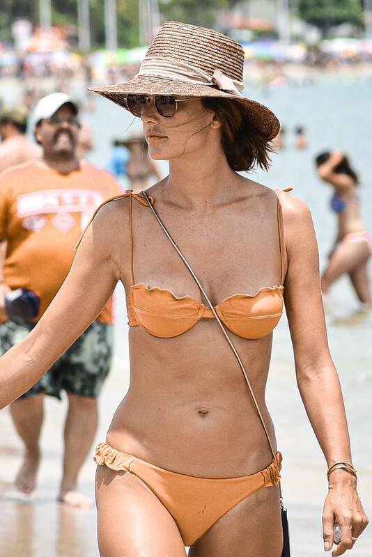 wet milf Alessandra Ambrosio in orange bikini