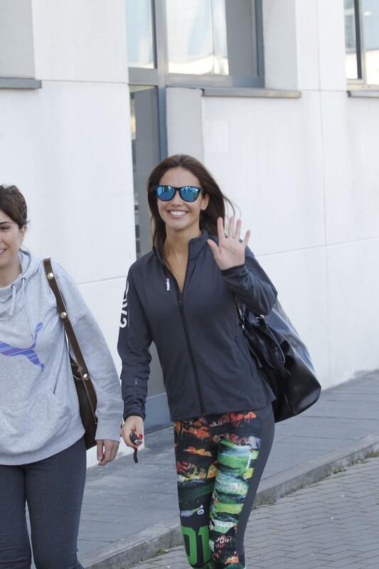 charming babe Lara Alvarez in lovely yogapants
