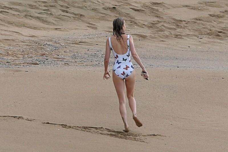 pretty milf Brie Larson in 1 piece swimsuit