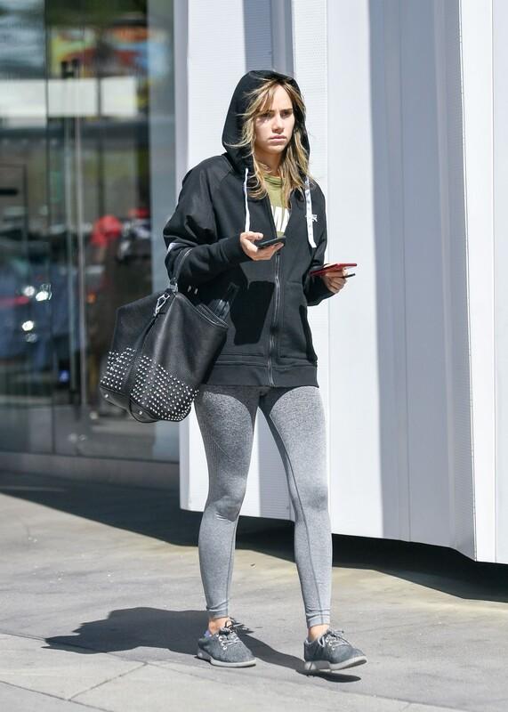 english model Suki Waterhouse in grey leggings