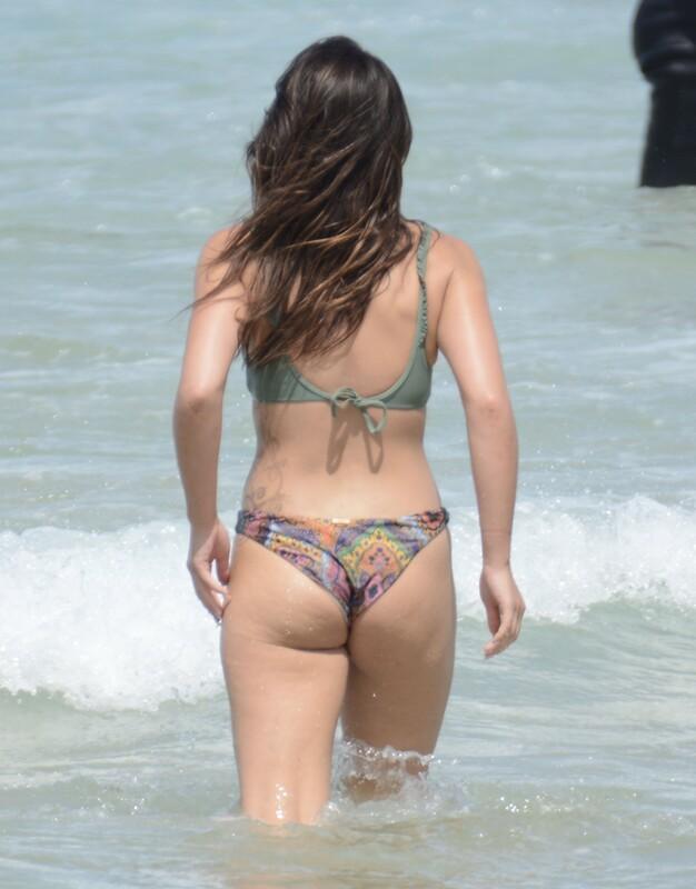 australian hottie Olympia Valance in pretty bikini