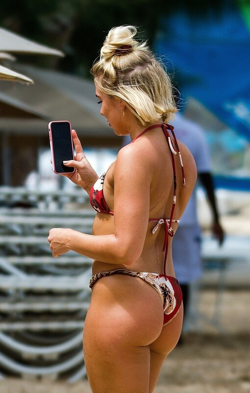 lustful babe Gabby Allen in pretty bathing suit