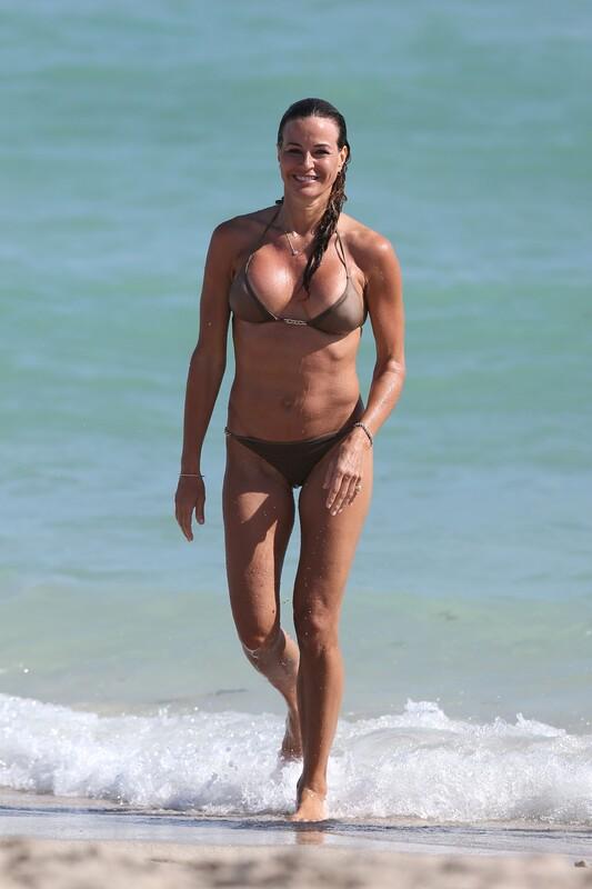 fantastic milf Kelly Bensimon in wet bikini