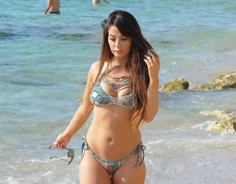 beautiful chick Jessica Hayes in fantastic bikini
