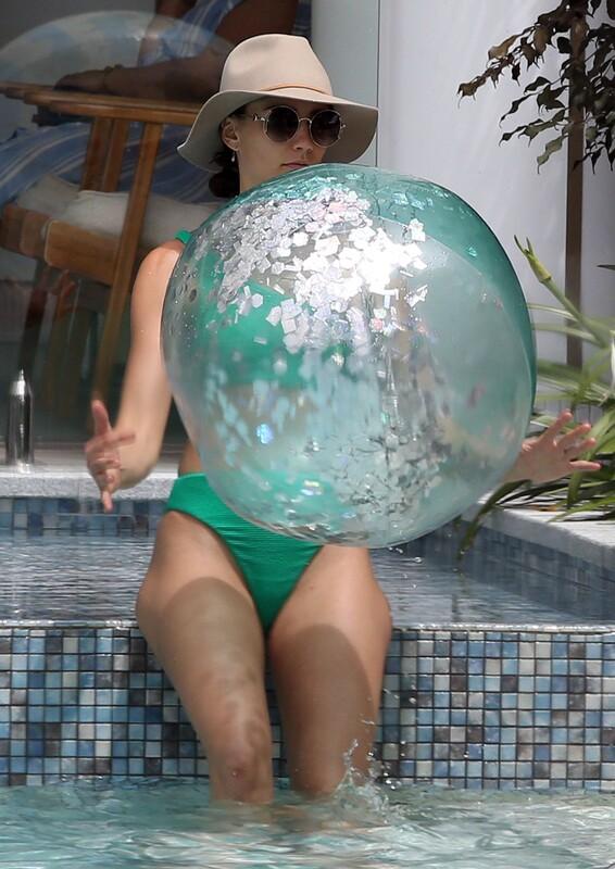 lovely babe Rachael Finch in green bikini