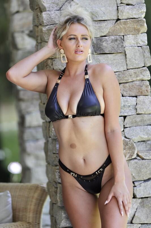 2 hot girls Jean Coffey & Renee Gracie in bikinis