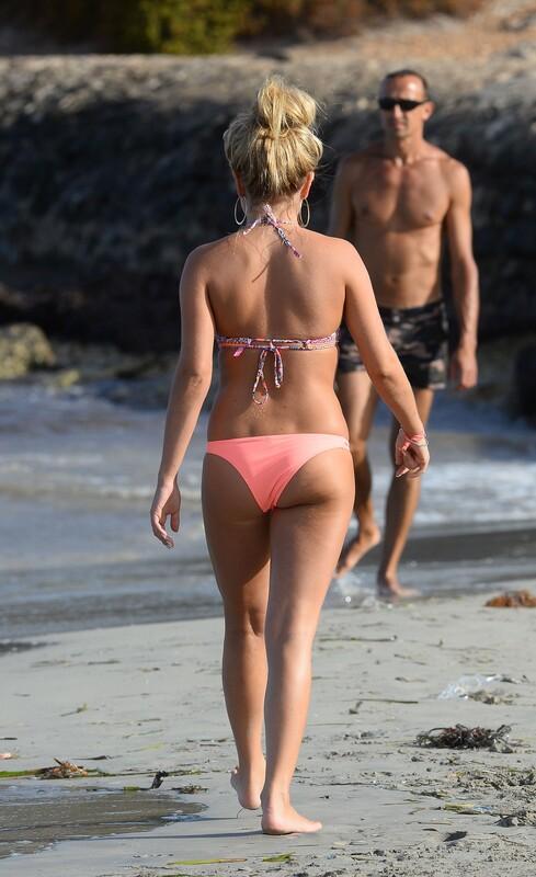 busty girl Zara Holland in lovely bikini