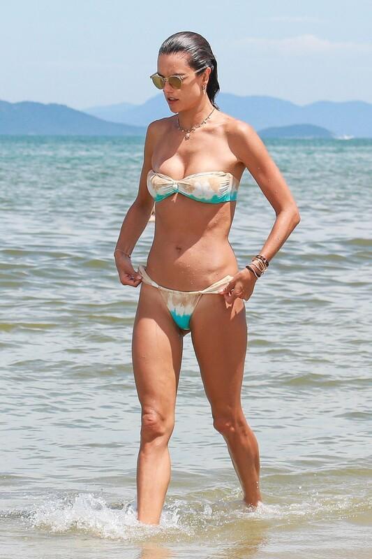 fantastic milf Alessandra Ambrosio in strapless bikini