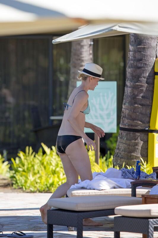 swimming pool milf Leslie Bibb in sexy wet bikini