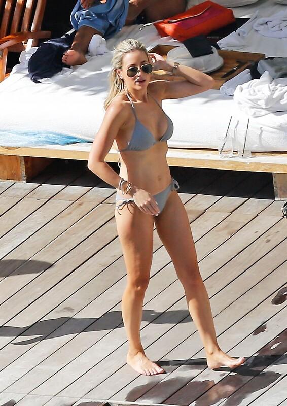 blonde hottie Roxy Jacenko in pretty bikini