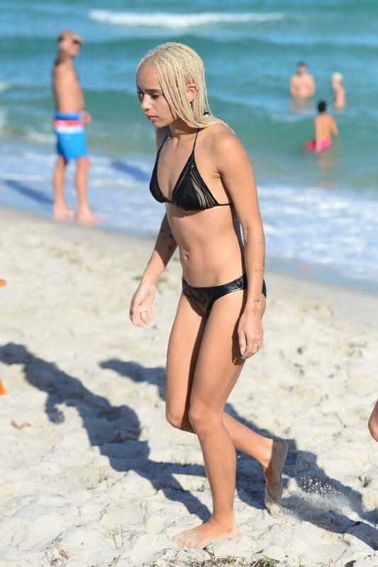 blonde lady Zoe Kravitz in wet sexy black bikini