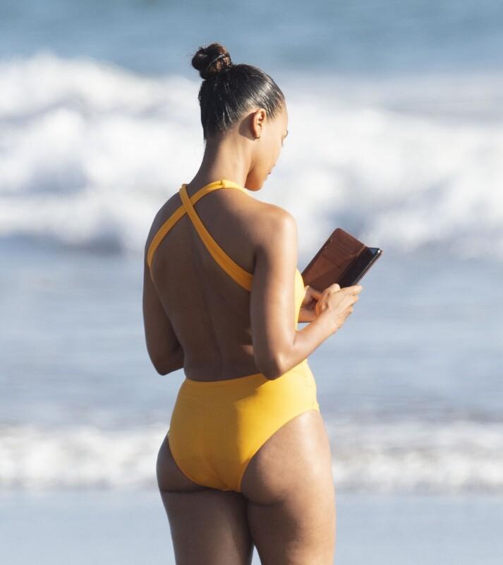 ebony milf Zoe Saldana in sexy yellow swimsuit